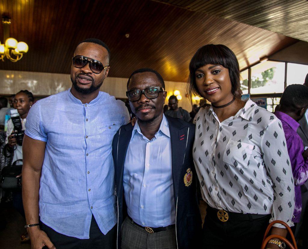 Julius Agwu (middle)