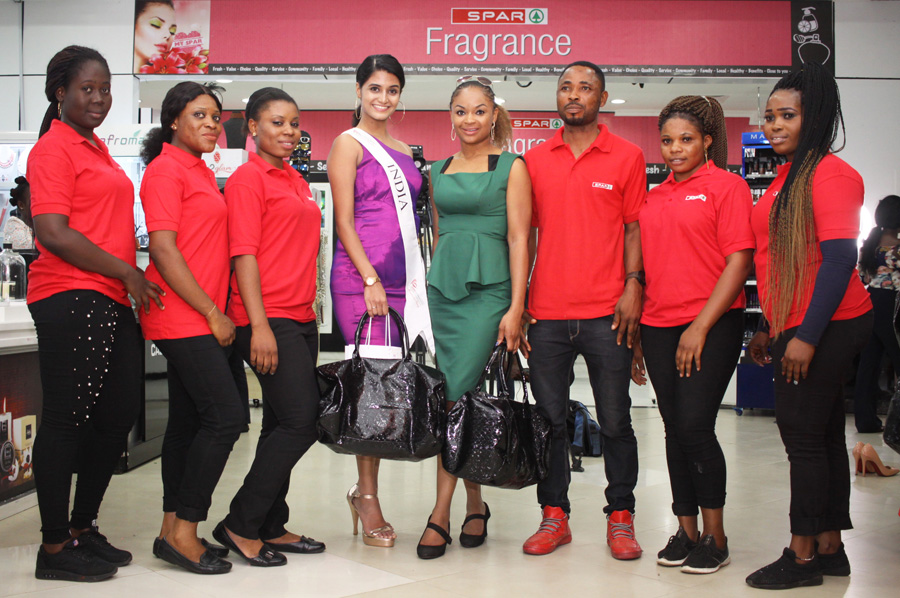 Ex Miss INDIA Shaan and Miss Tomi Salami Ex Miss Nigeria Tourism with SPAR Staff